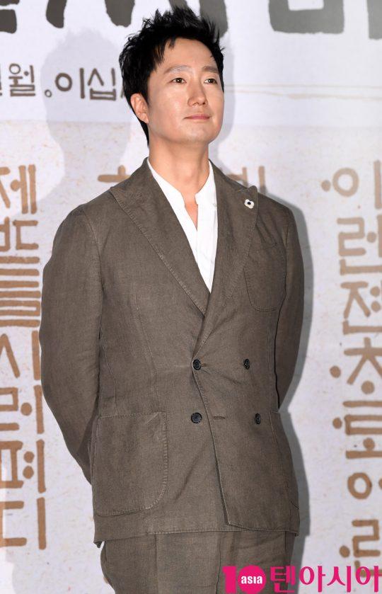 배우 박해일이 25일 오전 서울 중구 을지로 메가박스 동대문에서 열린 영화 '나랏말싸미' 제작보고회에 참석하고 있다.