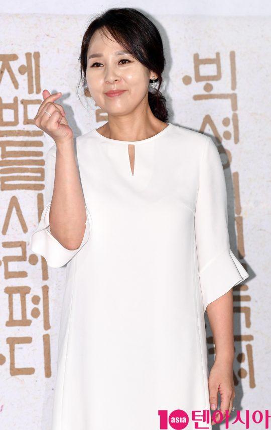배우 전미선이 25일 오전 서울 중구 을지로 메가박스 동대문에서 열린 영화 '나랏말싸미' 제작보고회에 참석하고 있다.