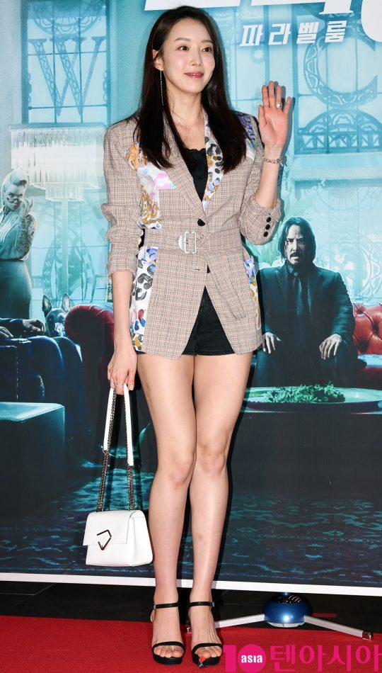 배우 하주희가 25일 오후 서울 한강로3가 CGV 용산아이파크몰점에서 열린 영화 '존 윅 3: 파라벨룸' VIP시사회에 참석하고 있다.
