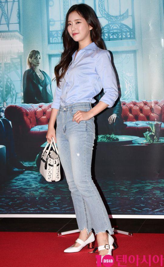 송민경이 25일 오후 서울 한강로3가 CGV 용산아이파크몰점에서 열린 영화 '존 윅 3: 파라벨룸' VIP시사회에 참석하고 있다.