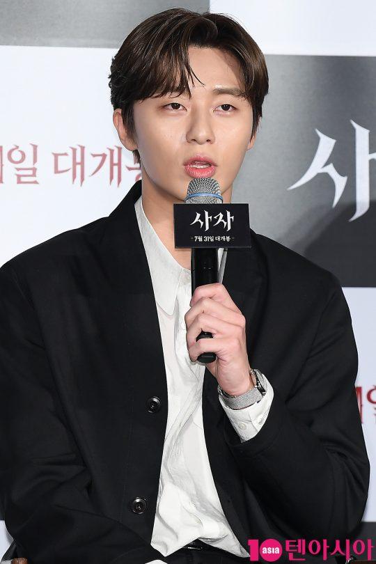 배우 박서준이 26일 오전 서울 자양동 롯데시네마 건대입구에서 열린 영화 '사자' 제작보고회에 참석해 인사말을 하고 있다.