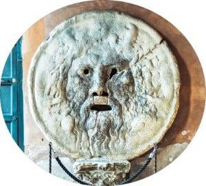 ② 과거 가축시장 하수도 뚜껑이었다는 설이 있는 로마 유적 '진실의 입'