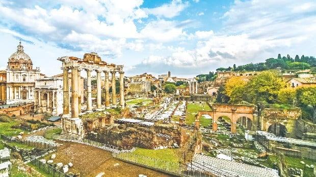 ① 고대 로마시대의 정치와 상업, 종교의 중심지였던 포로 로마노 유적지