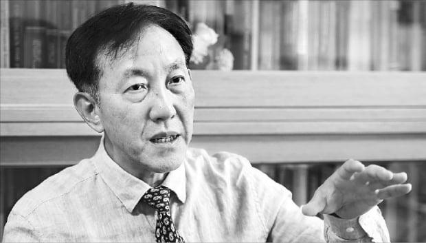 """[단독] 이인호 교수 """"정부 지출로 경기부양?…세금 늘어 되레 침체"""""""