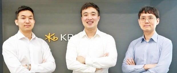KB자산운용 밸류운용1팀. 왼쪽부터 박준범 매니저, 정용현 팀장, 송종은 매니저.  /최만수 기자