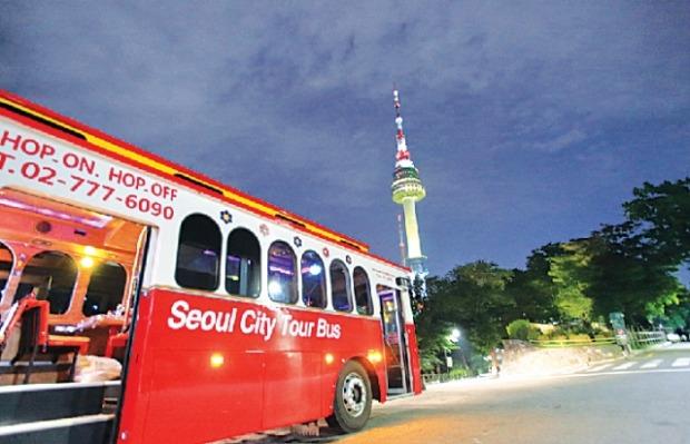 앗! 버스토랑이다…서울시티투어버스 도심관광상품 내놔