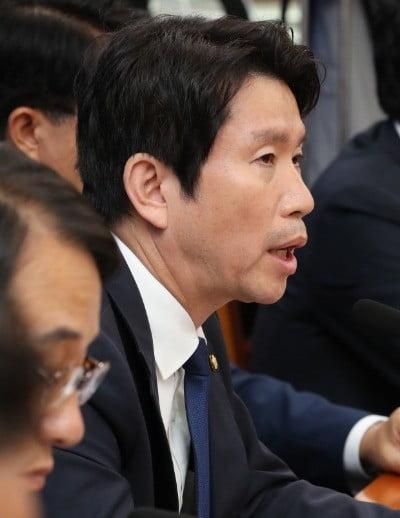 더불어민주당 이인영 원내대표가 28일 오전 국회에서 열린 원내대책회의에서 발언하고 있다. 연합뉴스
