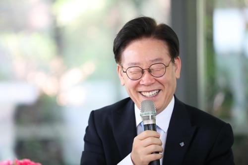 """이재명 SNS무대 컴백?…""""도민소통"""" vs """"정치활동"""" 해석분분"""