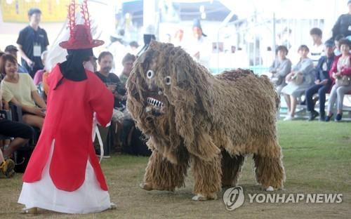 '쾌적한 주말'…전국 축제장·유원지 나들이 인파