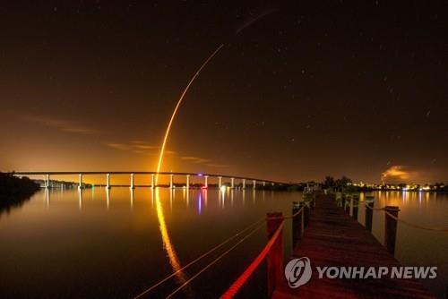 스페이스X, 3개월전 쏘아올린 로켓 재활용해 다시 발사 성공