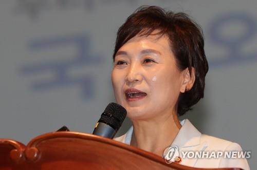 """김현미 장관 """"아파트는 돈 아닌 집…부동산시장 안정시킬 것"""""""