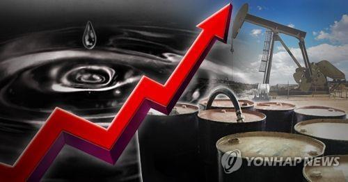 유조선 피격에 긴장하는 석유시장…가격급등·공급차질 우려