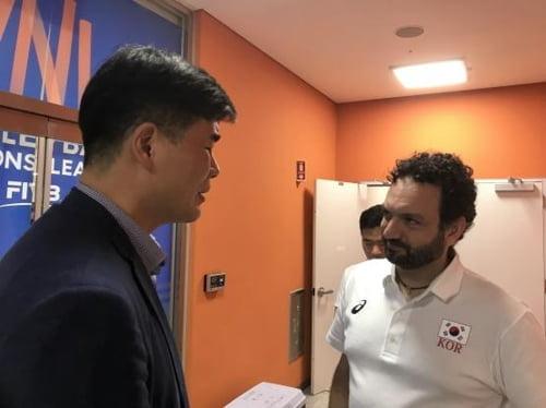 배구 남녀 대표팀 임도헌-라바리니 감독, 보령서 '짧은 상견례'