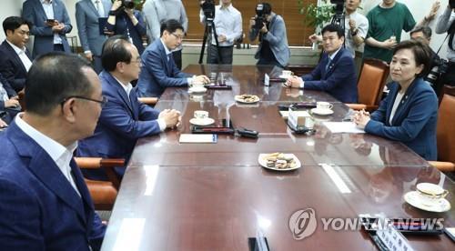 """동남권 신공항, 총리실서 검토…국토부·부울경 """"결과 따른다"""""""