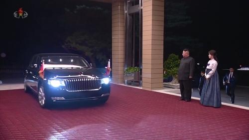 北TV가 공개한 시진핑 1박2일…김정은, 늦은 밤까지 '동행'
