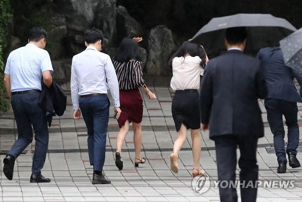 """유니세프 """"韓 육아휴직자 男 17%뿐…남녀 임금격차 때문"""""""