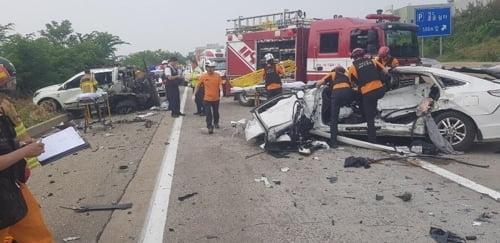 중부고속도로 사고, 탱크로리 등 차량 3대 연쇄 추돌…5명 사상