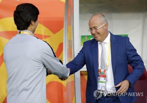 "[U20월드컵] 에콰도르 감독 ""한국수비 너무 강해 뚫기 어려웠다."""