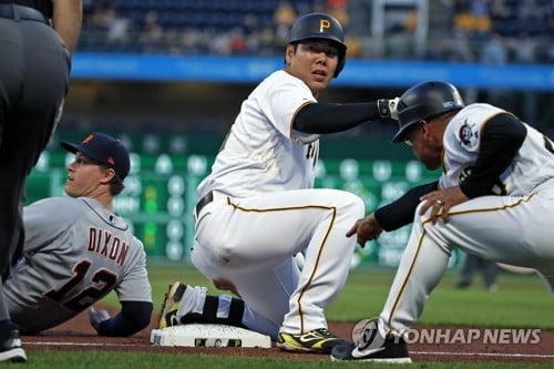 강정호, 1438일 만에 3루타…2경기 연속 타점