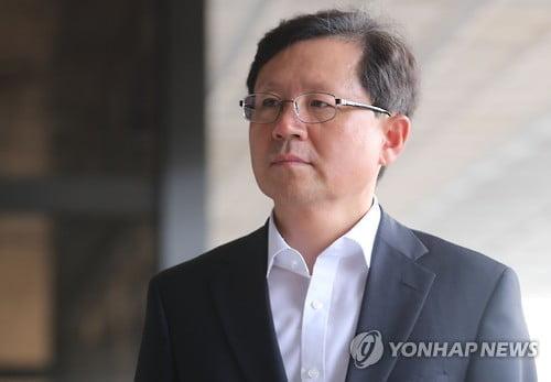 """윤갑근 """"과거사위, 허위사실 유포로 명예훼손""""…5억 소송"""