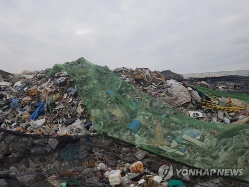 """정부, 불법쓰레기 밀수출 막는다…""""폐플라스틱 감시 강화"""""""