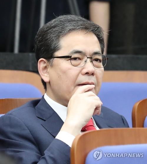 곽상도, 文대통령 '직권남용·강요' 혐의로 검찰에 고소