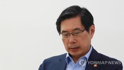 검찰, 박상기 법무장관 '직무유기·노조탄압' 동시 수사