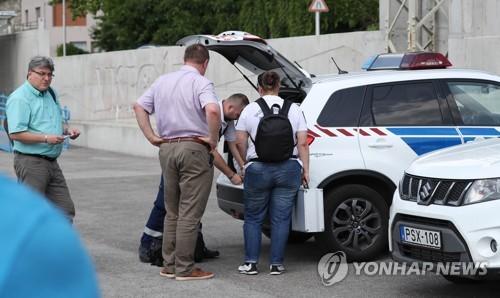 """""""헝가리 침몰유람선 선장, 조난신호도 못보내…급박성 짐작"""""""