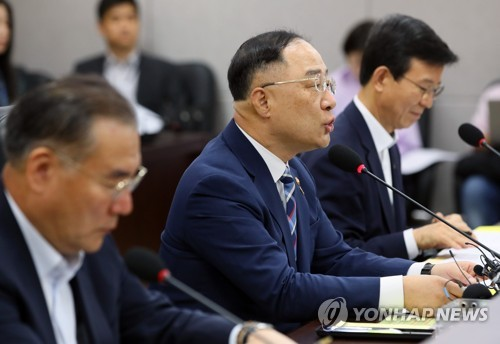 """홍남기 """"2022년까지 5대 소비재 수출 350억달러 달성 목표"""""""