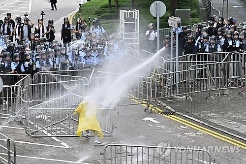 """트럼프 """"홍콩 시위, 中과 잘 해결 바란다""""…의회선 강경론"""