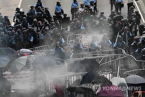 """홍콩 16일 '송환법' 저지 100만 시위…친중파도 """"법안 연기하자"""""""