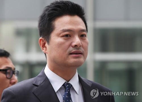 """김태우 측 """"옥에 티만 골라 기소""""…첫 재판서 혐의 전면부인"""