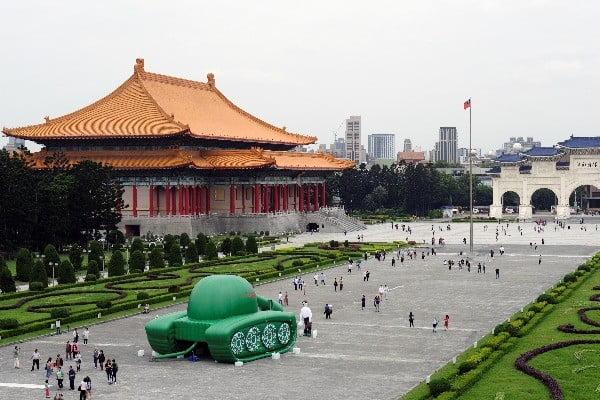 타이베이에 등장한 풍선 '톈안먼(天安門) 탱크'. 사진=로이터