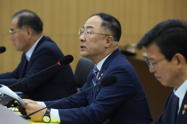 홍남기 부총리 겸 기획재정부 장관  /연합뉴스