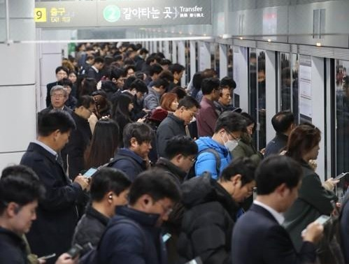 서울 지하철 2호선이 신호장애로 지연 운행되고 있다. 사진=연합뉴스