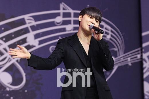 [bnt포토] 김준수 '팬들과 하나되는 무대'