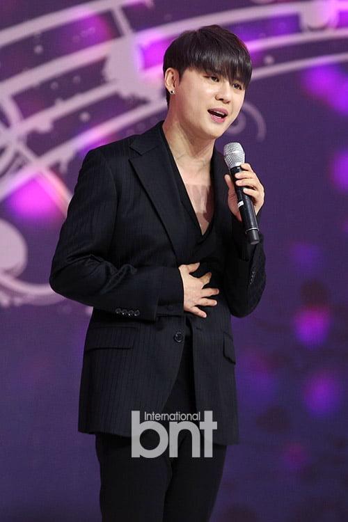 [bnt포토] 김준수 '시청 광장 물들이는 달달 보이스'