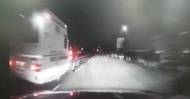 아차車|역방향 불법 주차된 트레일러 때문에 사고가 났습니다