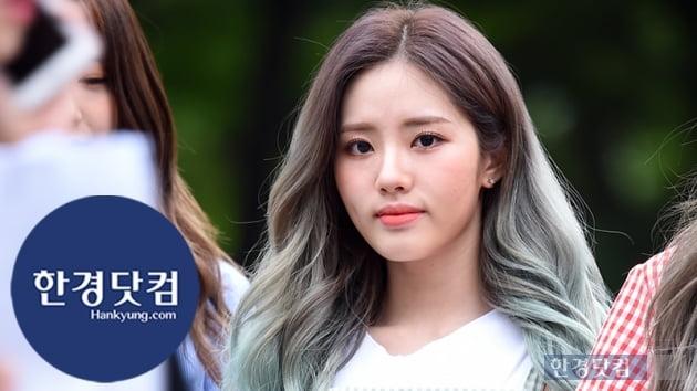 HK직캠|프로미스나인 박지원, 단아함 그 자체…'귀여운 하트는 보너스~'