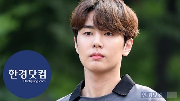 HK직캠|SF9 재윤, 카리스마가 느껴지는 멋진 남자…'브이도 시크하게~'