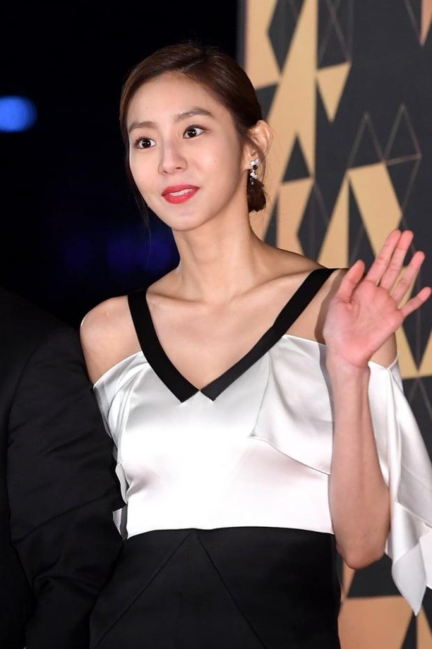 [공식] 유이, 킹엔터테인먼트와 전속계약…김강우·김아중과 한솥밥