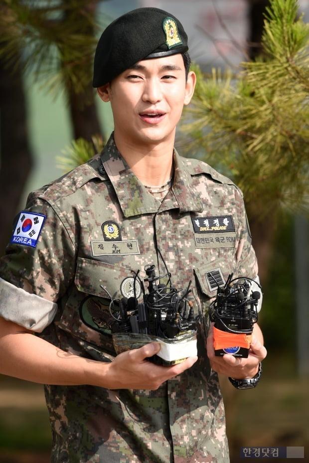 전역을 신고한 배우 김수현/사진=변성현 기자