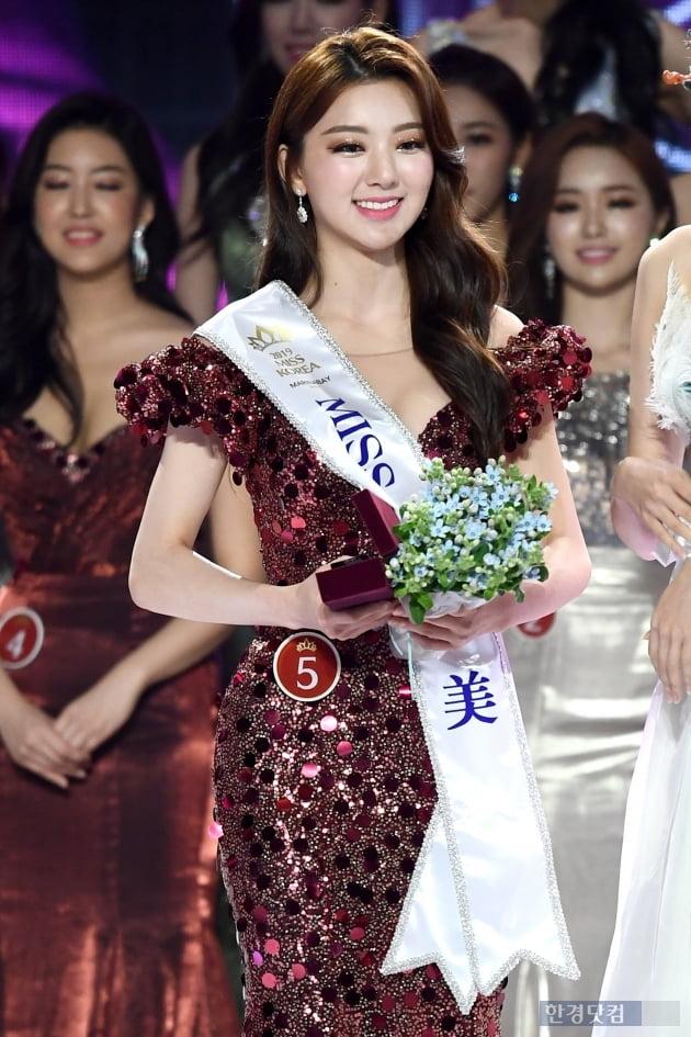 [포토] 아름다운 미소짓는 '2019 미스코리아 미' 이혜주