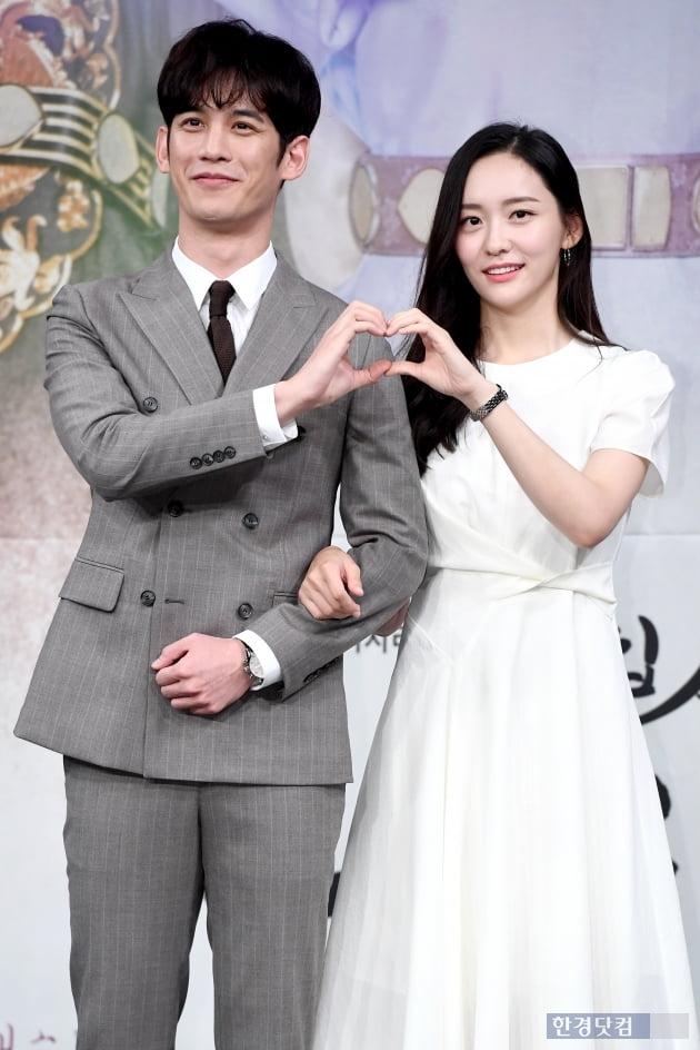 [포토] 박기웅-박지현, '다정하게 하트~'