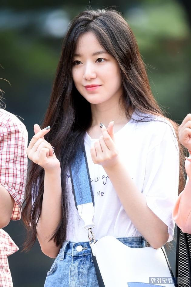 HK직캠|(여자)아이들 슈화, 과하게 꾸미지 않아도 아름다워…'눈부신 청순미~'