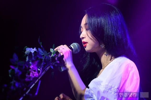 [포토] 신유미, '눈 감고 음악을 느끼며'