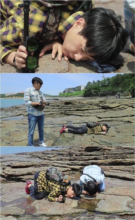 김원준, 채석강 따개비 소리에 귀 쫑긋...엉덩이는 하늘에 귀는 땅에
