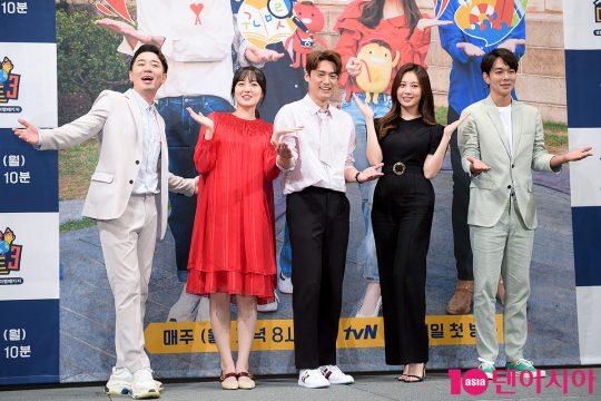 붐(왼쪽부터), 김소영, 오상진, 유라, 이규한