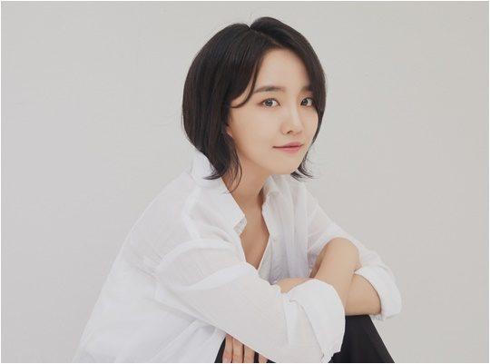 2일 오후 6시 미니 4집 '스테이블 마인드셋'을 발매하는 가수 윤하./ 사진제공=C9엔터테인먼트