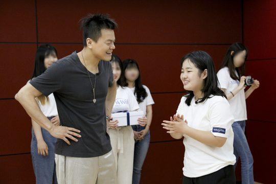 가수 박진영(왼쪽). / 제공=JYP엔터테인먼트